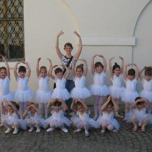 beli triko za balet i gimnastiku baletska decija suknja od tila na gumu