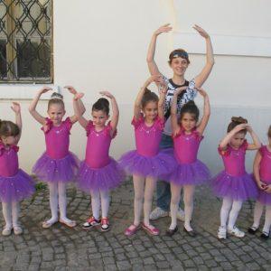 lila baletski triko i suknjica od tila