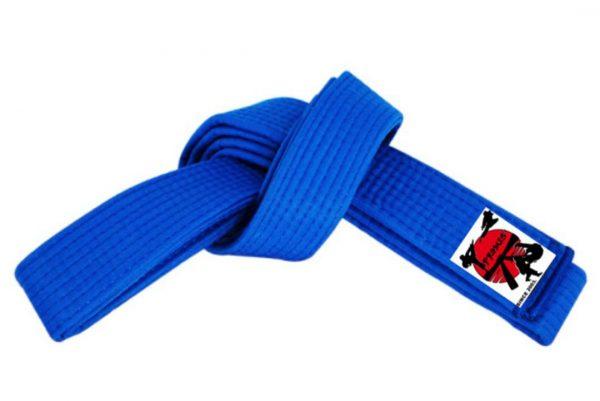 Plavi pojas za karate dzudo aikido