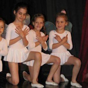beli triko sa nasivenom suknjicom za decu za balet